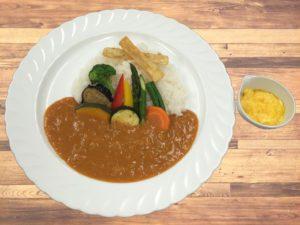 ●彩り野菜カレー スクランブルエッグ添え ¥1,370